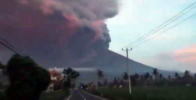 Evacuadas 40.000 personas en Bali ante la posible erupción del monte Agung