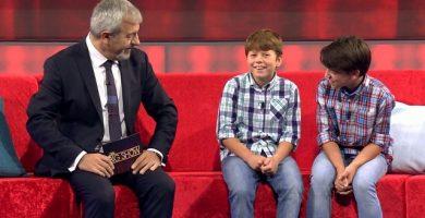 Carlos Sobera, junto a Héctor y Javier, durante el programa. / Telecinco