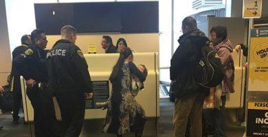 La tripulación expulsa a una madre del avión por negarse a dejar de amamantar a su bebé