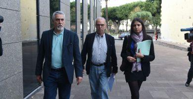 Pérez Godiño aún espera su turno en la antesala del Tribunal donde, al finalizar los técnicos, está citado como investigado. Sergio Méndez