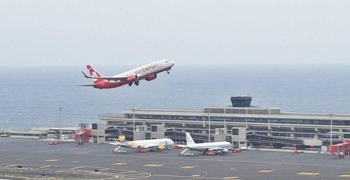 Dos vuelos de rescate sacan hoy de la Isla a más de 300 germanos y holandeses