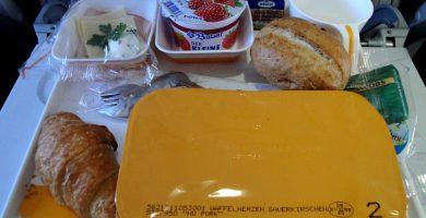 Una bandeja de desayuno de una aerolínea. / PIXABAY