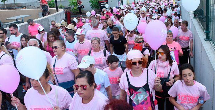 Una gran marea humana pinta la vida color de rosa