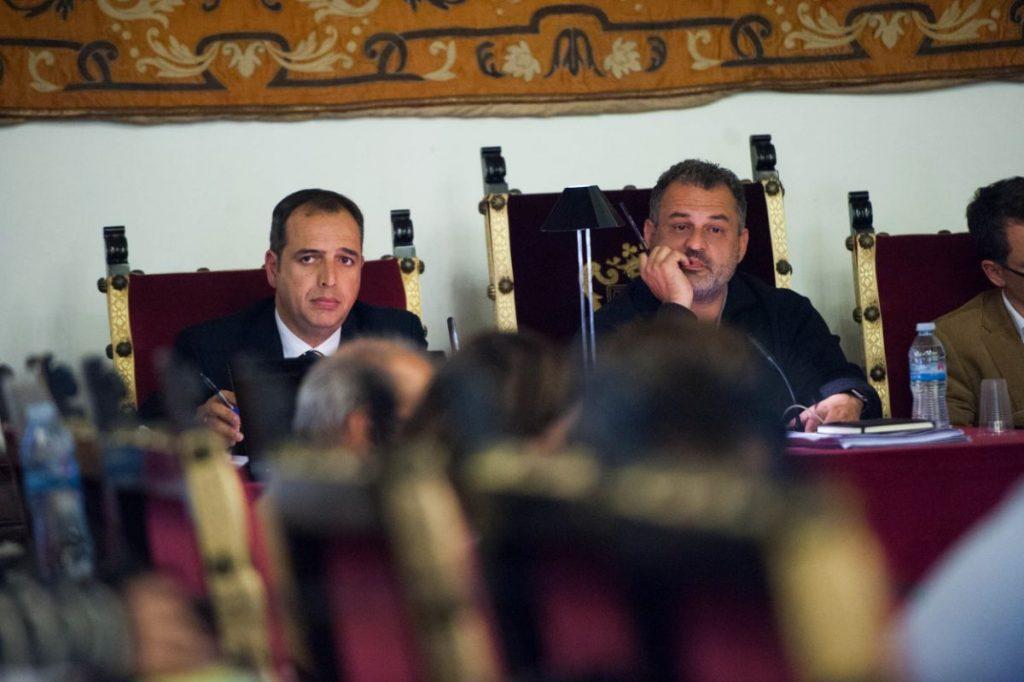El alcalde de La Laguna, José Alberto Díaz, durante el pleno celebrado ayer en el Ayuntamiento. Fran Pallero