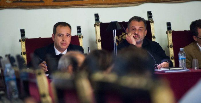 Piden la imputación del alcalde de La Laguna en el caso Grúas