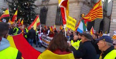 Unas 12.000 personas reivindican la Constitución en las calles de Barcelona