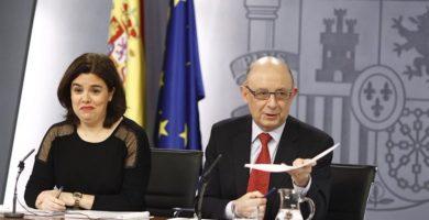 La vicepresidenta, Soraya Sáenz de Santamaría, y el ministro de Hacienda, Cristóbal Montoro. E