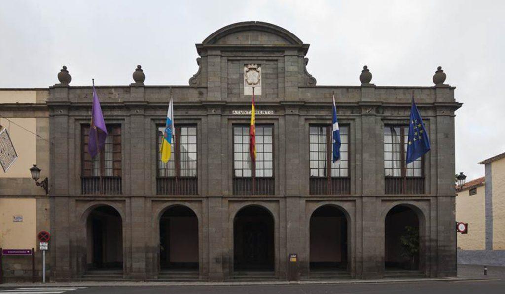 Fachada principal del Ayuntamiento de la Laguna. DA