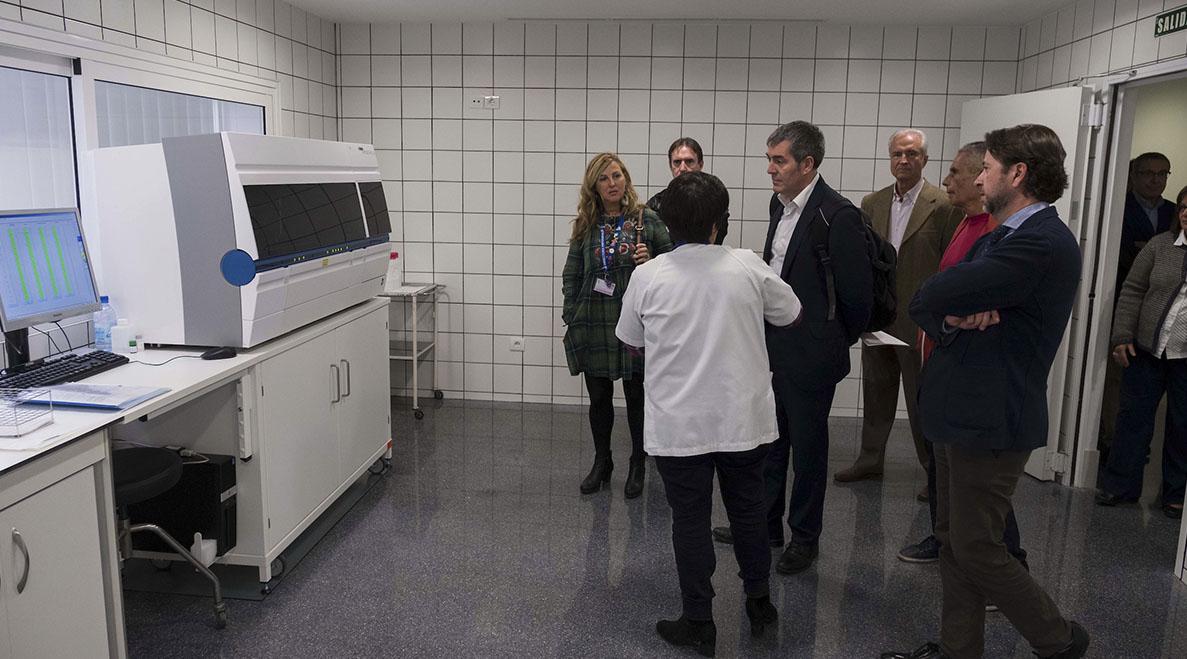 Clavijo, Alonso y Baltar recorrieron todas las instalaciones del que será en un año Hospital del Sur. DA