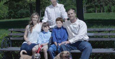 La familia de Pam Dave Zaring, con el retoque hecho por la supuesta fotógrafa. / FACEBOOK