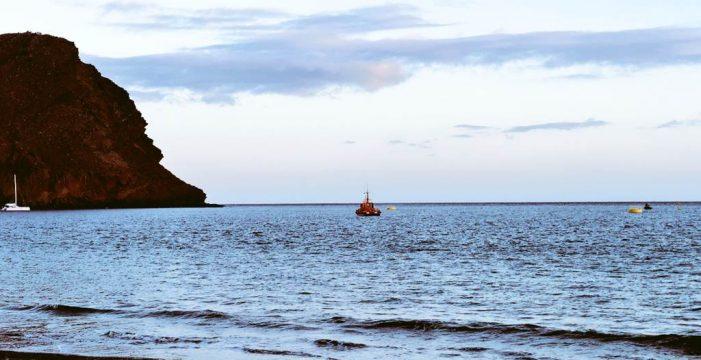 El mal sellado del oleoducto que va al aeropuerto del Sur contamina la playa de La Tejita