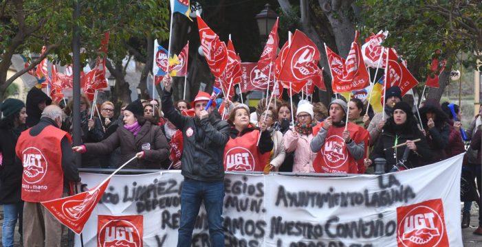 El sector de limpieza de los colegios mantiene la huelga indefinida a partir del día 22
