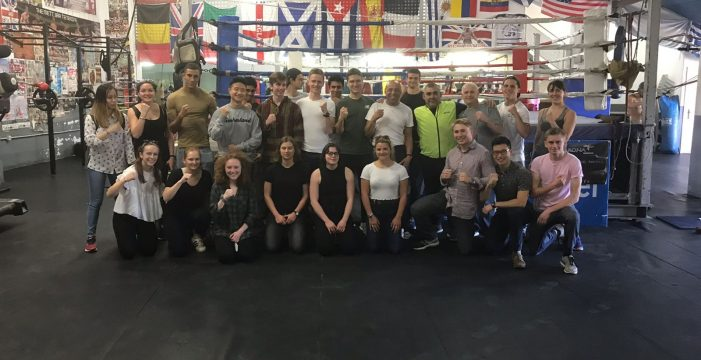 El equipo de la Universidad de Oxford se entrena en la Escuela de Boxeo de Arona