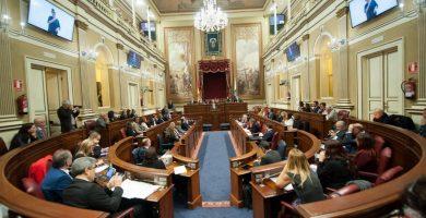 Salón de plenos del Parlamento de Canarias. / FRAN PALLERO