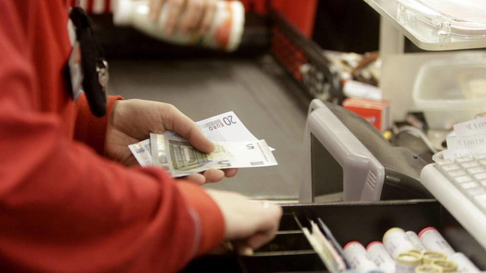 Caja registradora en un comercio. / EE