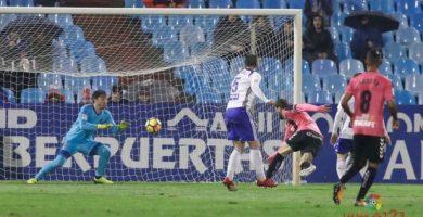 El Tenerife pierde y se aleja de los puestos de promoción