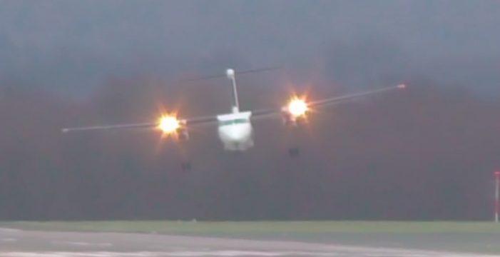 El espectacular y terrorífico aterrizaje de este avión bimotor con vientos de 110 km/h