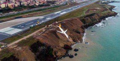 Pánico al caer un avión turco con 162 pasajeros por un acantilado