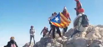 Sacan una estelada en el pico del Teide y les cortan el rollo