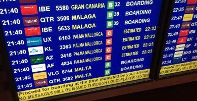 Panel con vuelos programados en un aeropuerto. / EP