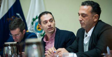 Carlos Tarife, concejal de urbanismo de Santa Cruz, durante una comisión de control | Fran Pallero