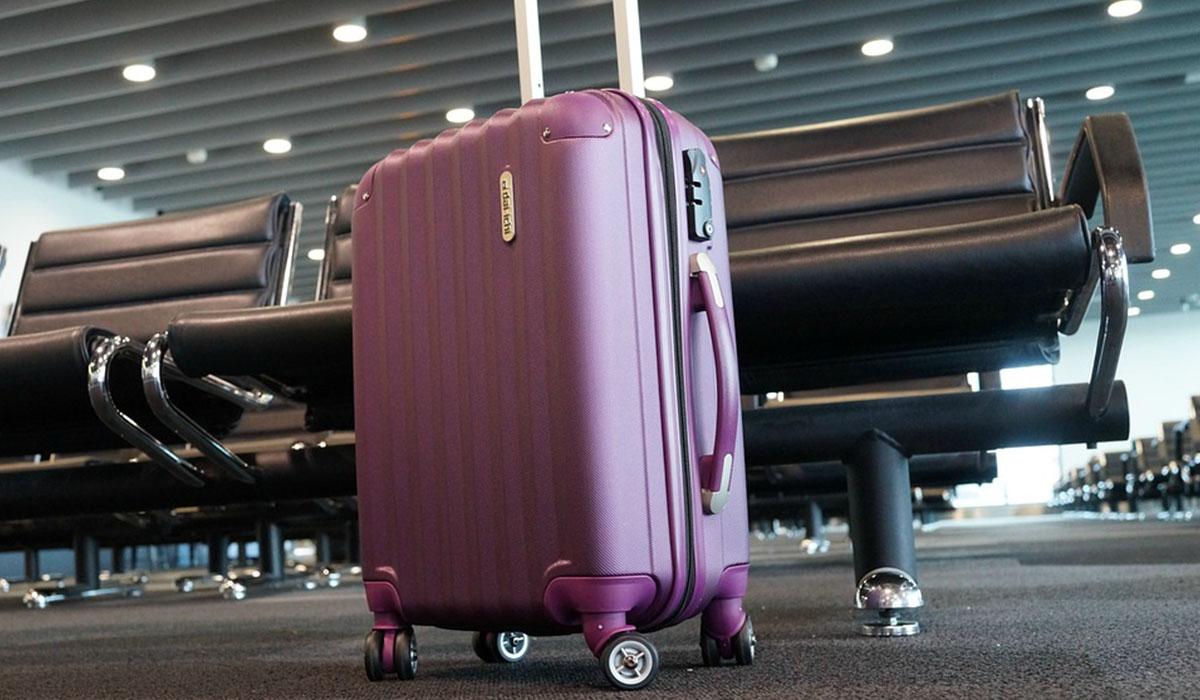 Las dimensiones y peso de la maleta nunca han de superar los 55cm × 40cm × 20cm y los 10 kg. DA