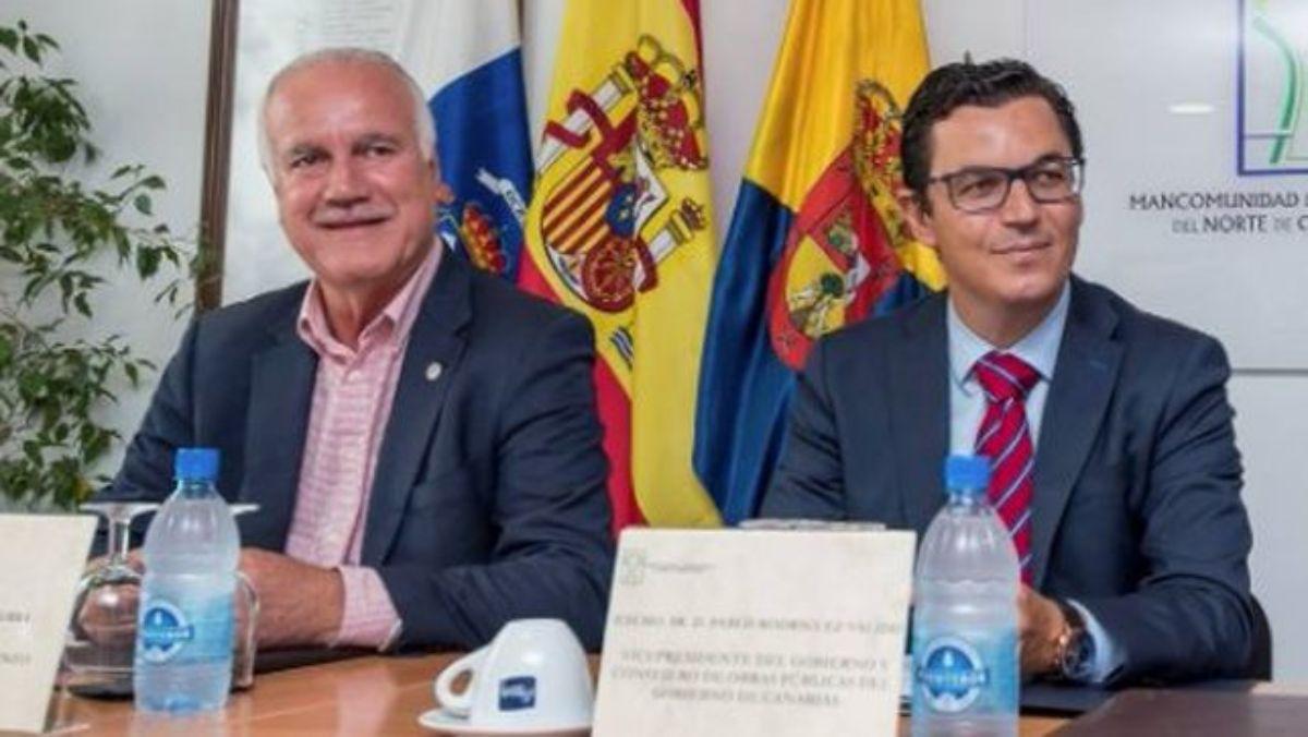 El dimitido alcalde de Firgas, Manuel Báez (izq.), junto al vicepresidente regional, Pablo Rodríguez. Canarias Ahora