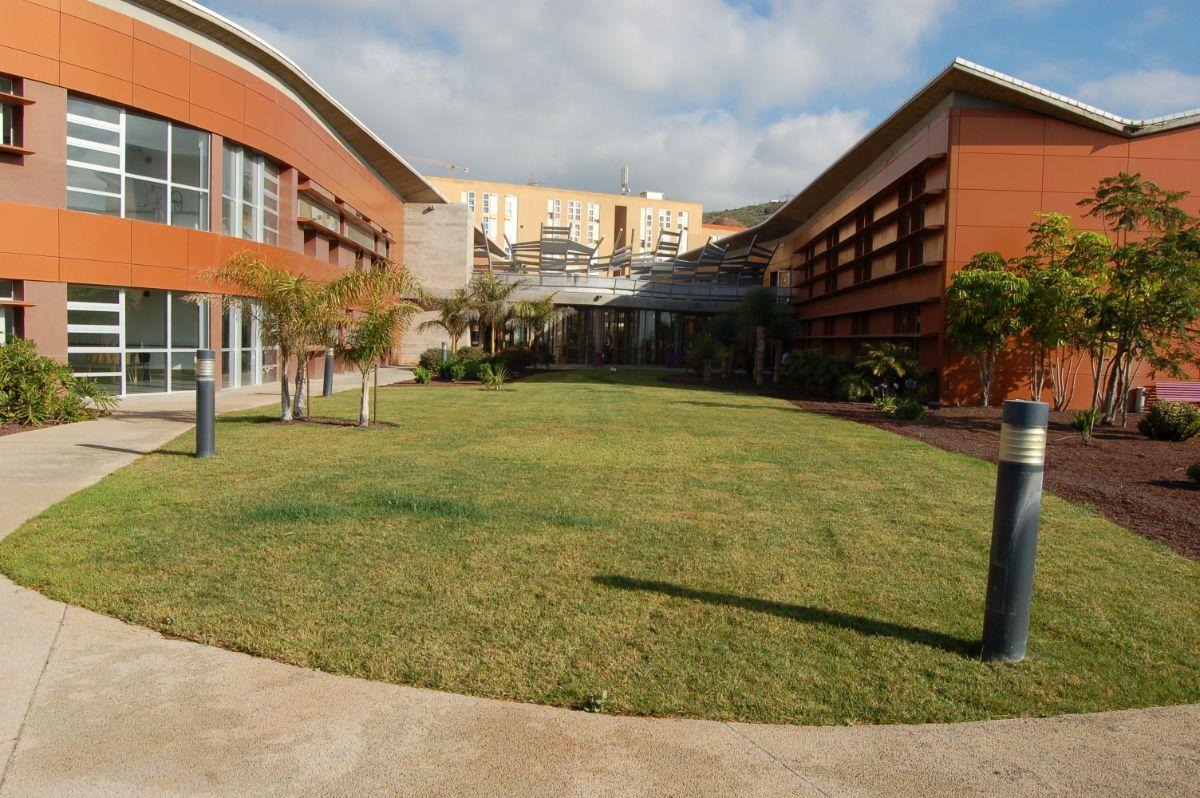 El centro Hospital de Dolores, uno de los ubicados en el municipio de La Laguna. / DA