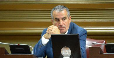El diputado regional de CC por Fuerteventura Mario Cabrera, durante una sesión parlamentaria. Andrés Gutiérrez
