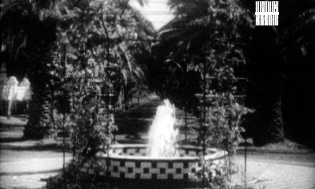 Antigua fuente en el paseo, hoy desaparecida, de Filmoteca Canaria. Foto Cedida