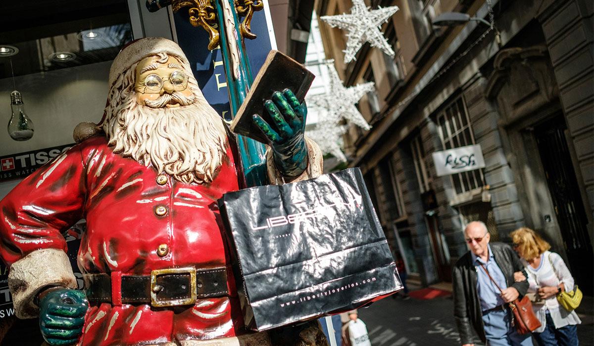 Imagen de Papa Noel en las calles de Santa Cruz de Tenerife esta Navidad. Andrés Gutiérrez