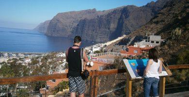 Los Acantilados de Los Gigantes, uno de los grandes atractivos paisajísticos de Santiago del Teide e icono turístico de la isla de Tenerife. DA