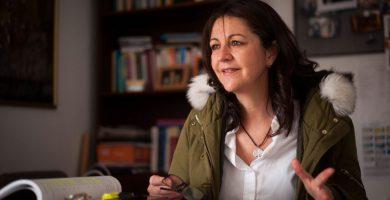 La profesora de la Universidad de La Laguna Lidia Cabrera, durante la entrevista en su despacho. / FOTO: Fran Pallero