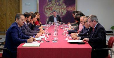 Reunión de la mesa de concertación social, ayer en Las Palmas de Gran Canaria. DA