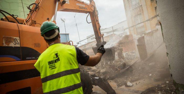 Se inicia el derribo de uno de los edificios del entorno de Miraflores que no está entre los que el Cabildo quiere proteger