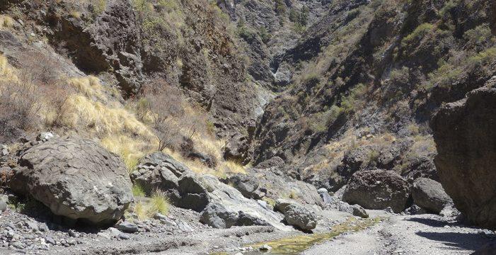 Rescatan en helicóptero a un senderista con un problema de salud en un barranco en El Paso