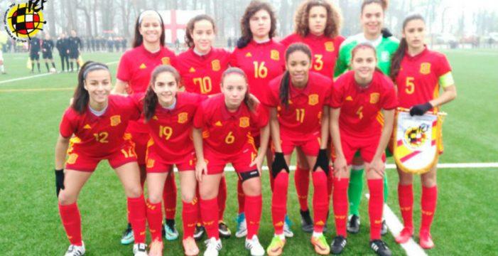 La tinerfeña Paola Hernández marca en la goleada de España