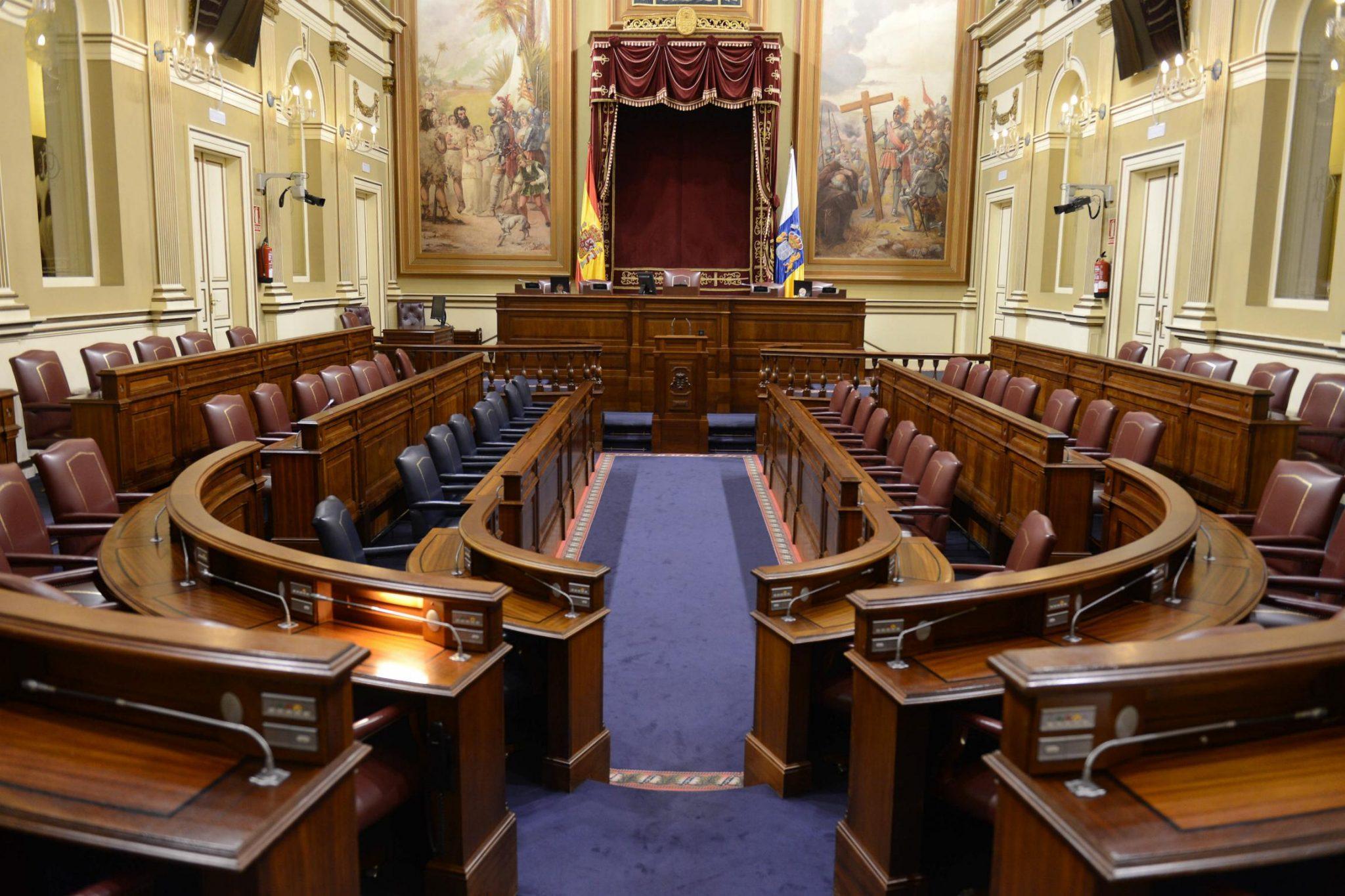 Salón de plenos del Parlamento de Canarias. / SERGIO MÉNDEZ