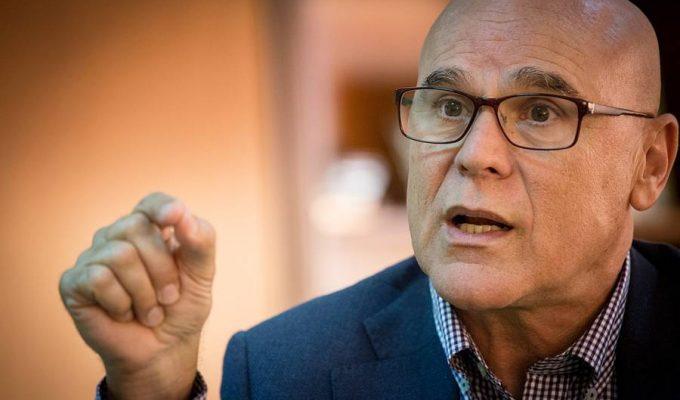 Rafael Yanes (PSOE) sustituye a Saavedra como Diputado del Común con bronca