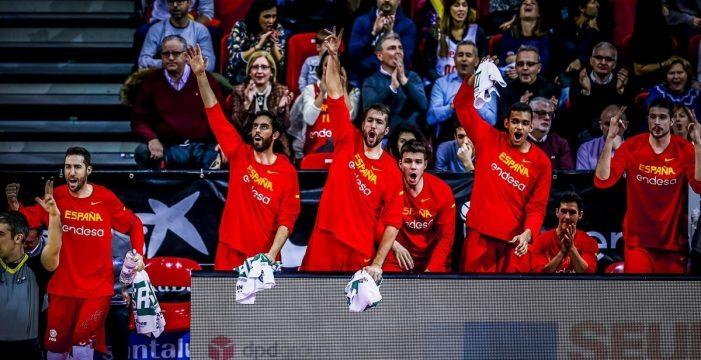 España vence con solvencia a Montenegro y pasa a la segunda Fase