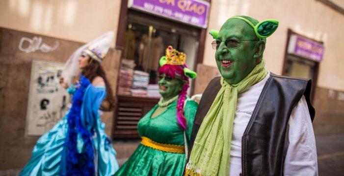 Inspecciones en el Carnaval de disfraces, accesorios y cosméticos