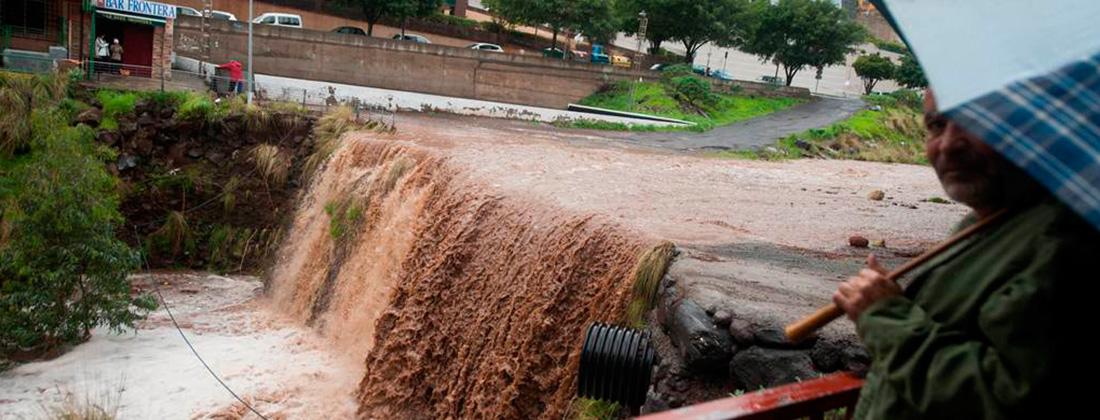 Las Islas resisten al día más duro del temporal, pese a las lluvias y el viento