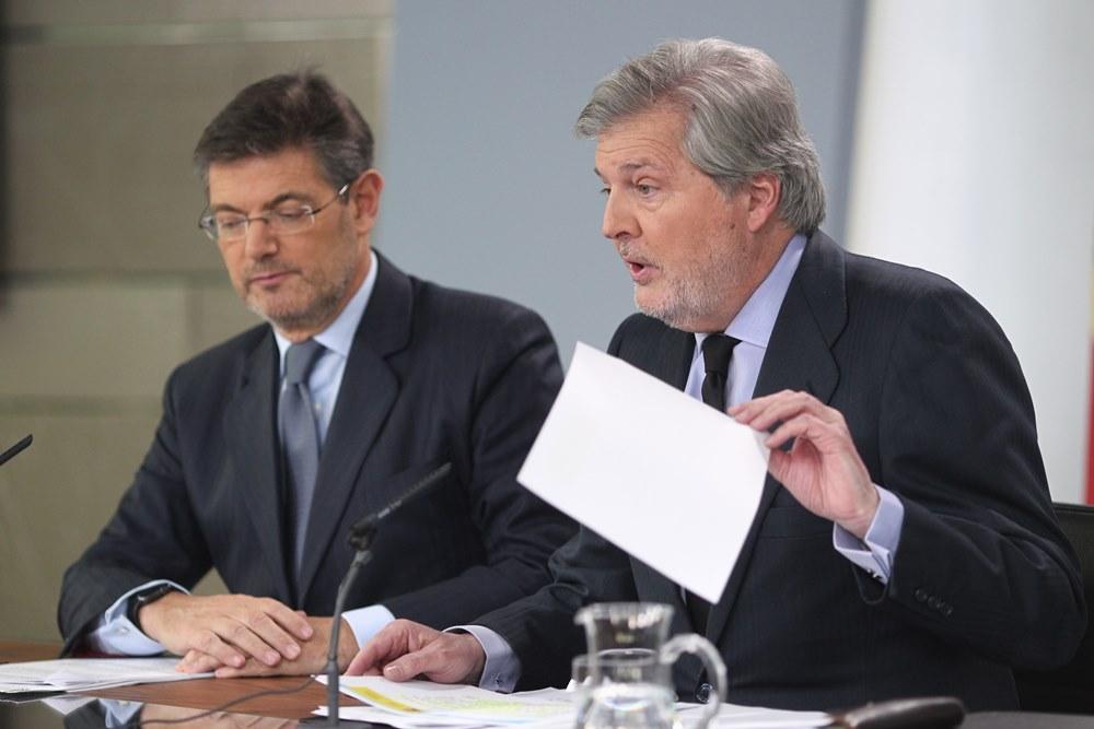 Rueda de prensa de Iñigo Méndez de Vigo y Rafael Catalá tras el Consejo. / EP