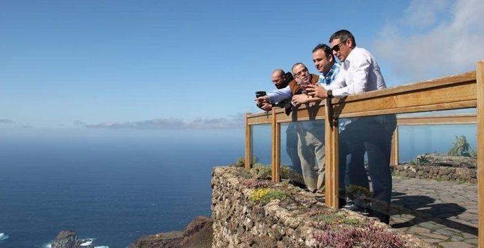 El Chef Viajero acude a El Hierro para rodar un episodio con el cocinero Ángel León como protagonista