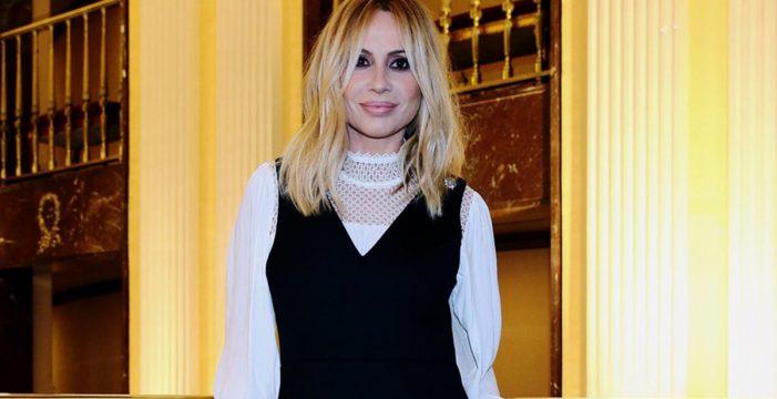 Marta Sánchez pone letra y emoción al himno de España