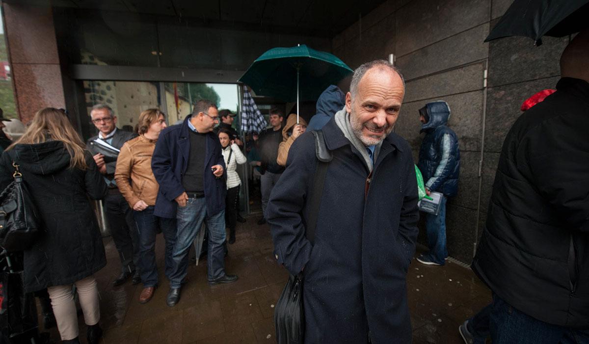El jurista Francisco Villar, a su salida de los juzgados laguneros el pasado martes. Fran Pallero