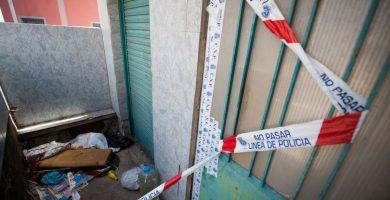 Acceso al número 51 de la calle El Draguillo, donde tuvo lugar el crimen en agosto del año pasado. Fran Pallero