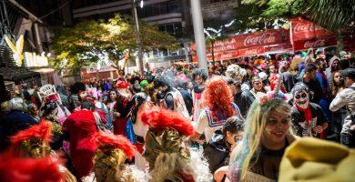 Los decibelios autorizados en la zona del cuadrilátero carnavalero son 96, y en los escenarios, 105. A. G.