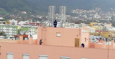 Imagen de las obra de instalación del soporte en el que irá la antena. DA