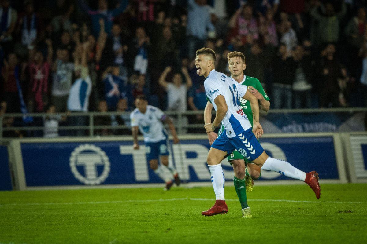 CD Tenerife - Real Oviedo. / FOTOS: Andrés Gutiérrez